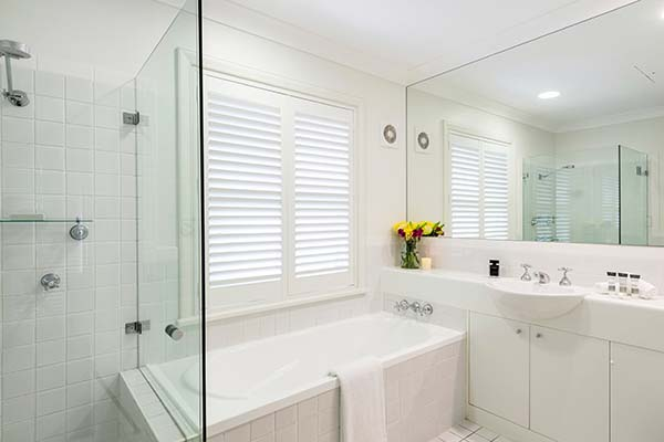large hotel bathroom in hunter valley with bath tub and shower