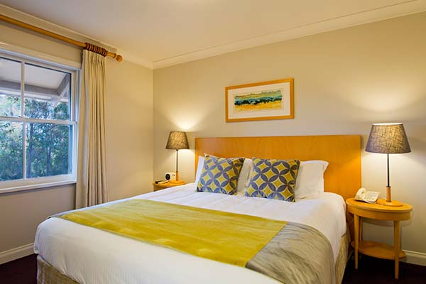 large king size bed in hunter valley resort