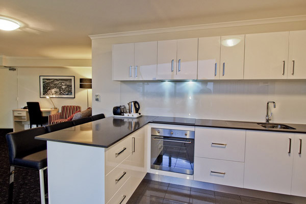 apartment 2 bedroom.  open plan kitchen in 2 bedroom 4 star apartment at Oaks Hyde Park Plaza hotel Official Website Sydney City Hotel