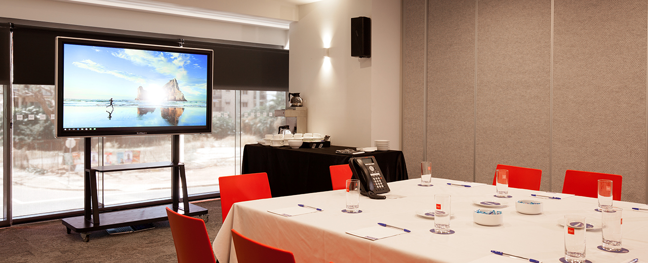 large conference venue for hire at Oaks Elan Darwin with sound system and television to display PowerPoint presentations