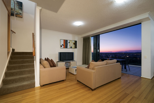 family friendly 4 bedroom hotel apartment in Brisbane CBD with views of river and balcony