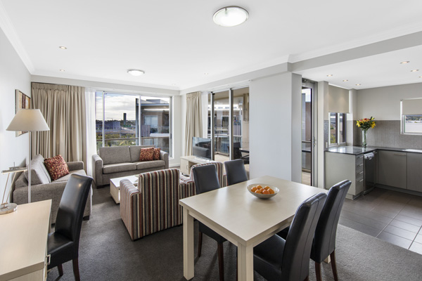 3 bedrooms apartments. Oaks Mews Brisbane Hotels  Serviced Apartments in