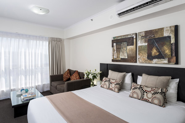 Studio Apartment Queen Bed oaks aspire | official website | ipswich hotel