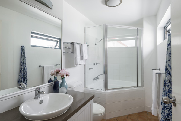 en suite bathroom in two bedroom apartment near beach in Coolangatta with shower, clean towels and toilet
