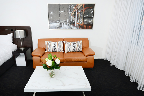 comfortable couch in 1 bedroom apartment at Oaks Grand Gladstone hotel near marina