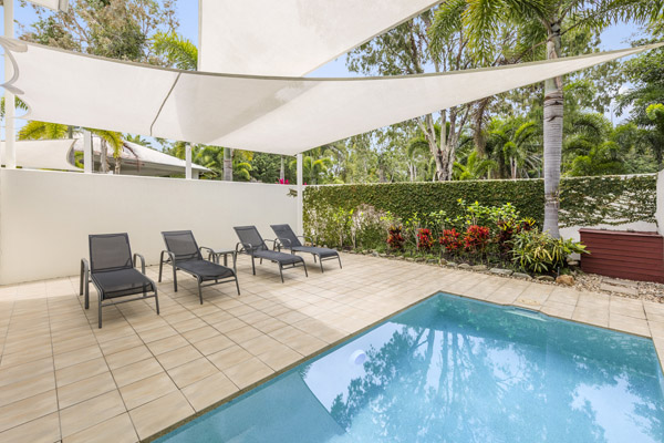 2 bedroom apartment plunge pool in sunshine with sun loungers for guests to relax on