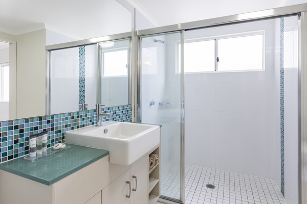 3 bedroom apartment en suite bathroom with large disabled access shower and toilet at Oaks Lagoons resort in Port Douglas
