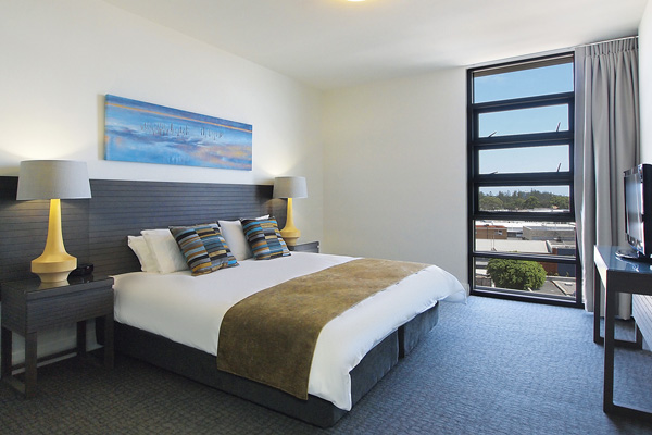 2 bedroom apartment with air conditioning and Wi-Fi close to the beach at Mon Komo Hotel in Redcliffe