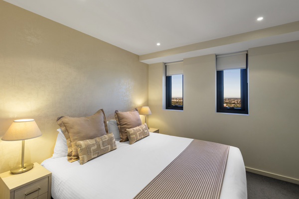 queen size bed in air conditioned 1 bedroom hotel apartment with Wi-Fi at iStay Precinct near Adelaide Convention Centre
