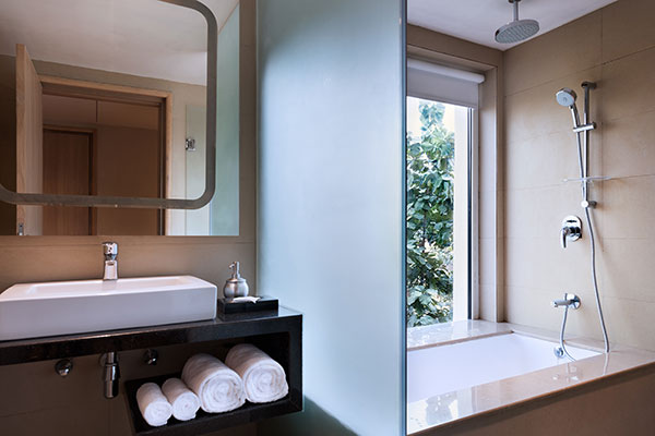 Oaks Bodhgaya India - Deluxe Room with Bathtub - Bathroom