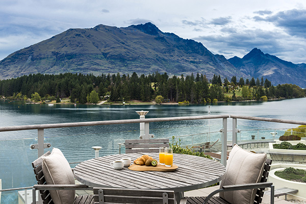 Hotels in Queenstown with large private balcony of 1 Bedroom Apartment overlooking Lake Wakatipu at Oaks Club Resort hotel in Queenstown, New Zealand